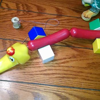 Hotdog dog pull toy square wheels
