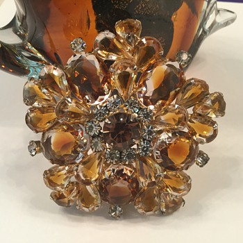 D & E TOPAZ & HONEY GIVRE' GLASS BROOCH - Costume Jewelry