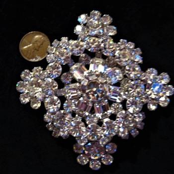 UPDATE D&E Snowflake - verified - Costume Jewelry