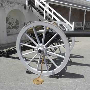 Armstrong sixteen pounder Cannon - Military and Wartime