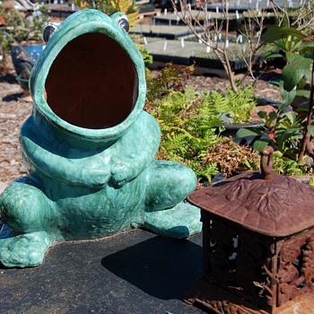 very large wide-mouthed frog - heavily glazed - Pottery