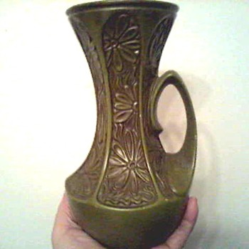 "McCoy 9 "" Avocado ""Daisy"" Pitcher / Circa 1970's - Pottery"