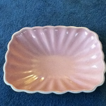 Shell pink dish with IRG unknown mark - Pottery
