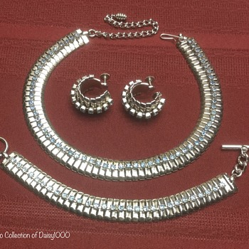 Coro Silvertone Vintage — Choker Necklace, Bracelet, Earrings - Costume Jewelry
