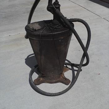 1920's Service station oil pump - Petroliana
