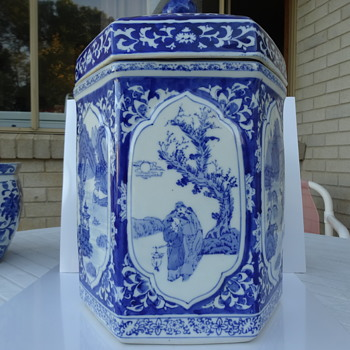 Blue and white cannister/caddy ... I love blue and white and I love oriental/Asian... this combines both - Asian