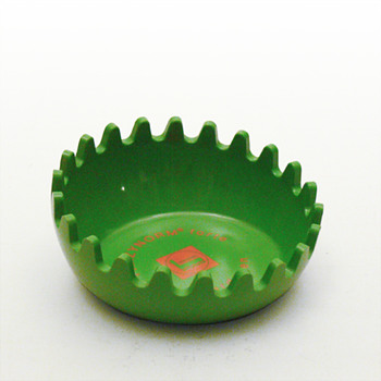 CLAM looking ashtray No. 1, ca. 1970 - Tobacciana