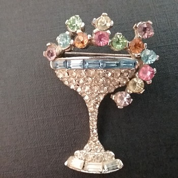 Pell champagne glass brooch  - Costume Jewelry