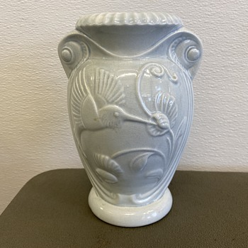 Mystery humming sweet pea vase - Pottery