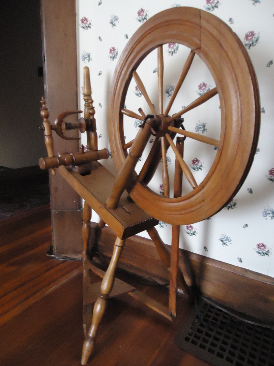 A True Antique Standard Flax Spinning Wheel 1700 S To 1800 S Collectors Weekly