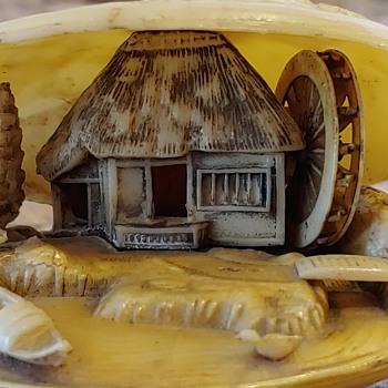 Vintage Japanese anabori Netsuke clamshell diorama - Asian