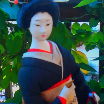 Shamisen player with black kimono (continued) - Dolls