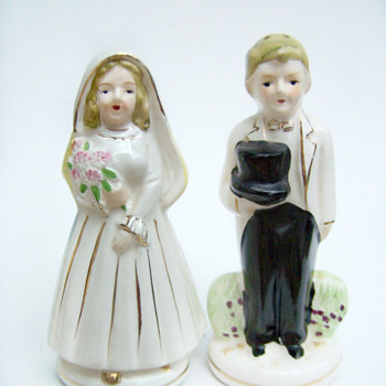 ShakeThatThang Vintage Salt and Pepper Shaker Nikoniko China Turnabout Married Couple  - Kitchen