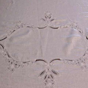 """Lovely 70""""x90"""" Battenburg Lace and Linen Oval Tablecloth + 8 Dinner Napkins"""
