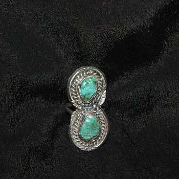 Vintage Native American Silver and Turquoise Ring - Fine Jewelry