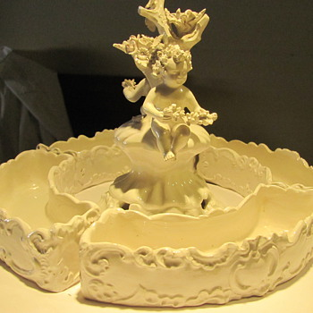 PORCELAIN FIGURINE  - Pottery