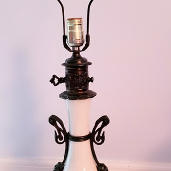 Figural lamp with partial maker sticker - Lamps
