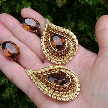 Trifari Brooch and Earring Set - Star Rays - Costume Jewelry