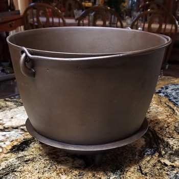 Rare cast iron bean pot - Kitchen