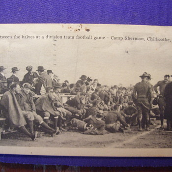 SOLDIERS. 1918, BETWEEN THE HALVES AT A DIVISION FOOTBALL GAME  CAMP SHERMAN CHILLOCATHE,OH - Military and Wartime