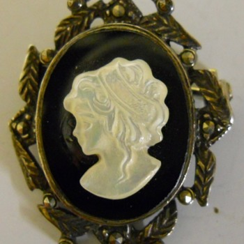 Art Deco, Cameo Brooch, Early XX Century - Costume Jewelry