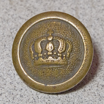 Brass button with crown reverse has I.C.M. - Military and Wartime