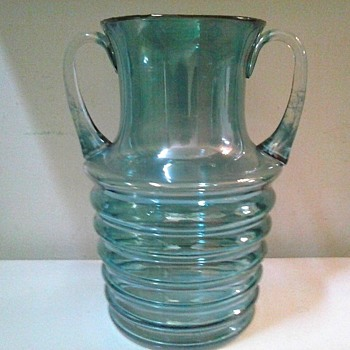 Blue Iridescent Beehive Vase With Applied Handles / Circa 20th Century - Art Glass