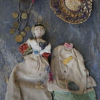 ANTIQUE VINTAGE DOLL & MISC DOLL HAT & HEAD-DRESS- NO GUESS ON ORIGINS -  - Dolls
