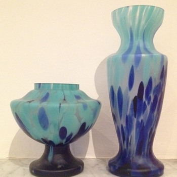 Satin glass pair - unknown house - Art Glass