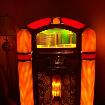 Model 800 Wurlitzer Jukebox - Coin Operated