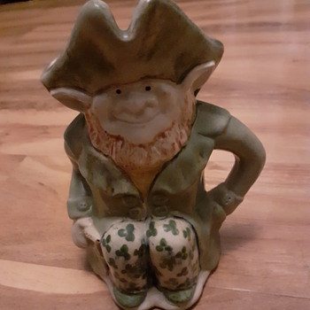 Anyone know anything about this? - Figurines