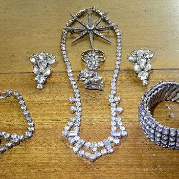 Some Rhinestones gathered over the years........ - Costume Jewelry