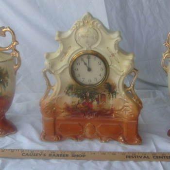 19th Century Clock with matching vases - Clocks