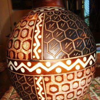 CHULUCANAS POTTERY 12 in. tall 9 in. diameter  PERU by Santodio Paz Juarez!! - Pottery