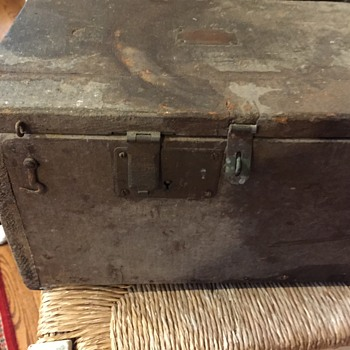 Old Box made by Soldier ? - Furniture