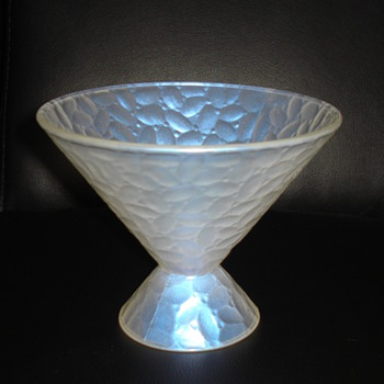 """HALLMARK, FRANCE 11.SNOWY WHITE GLASS BOWL? """"RE-TOOK PICTURES"""" - Art Glass"""