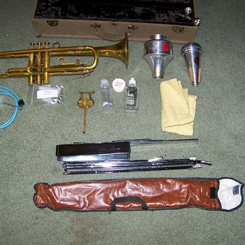 Ambassador Vintage F.E.Olds Trumpet with old Appears to be suede of soft leather - Musical Instruments