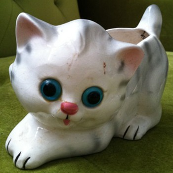 Lefton Kitten Planter with Glass Eyes - Animals