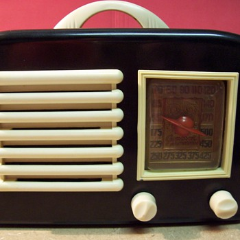 1940's General Television Brand Bakelite Radio - Radios