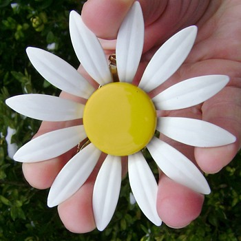 Vintage Enamel Flower Power Brooch - Costume Jewelry