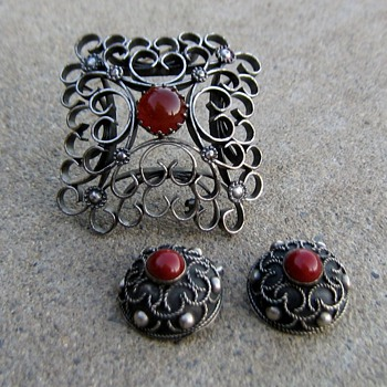 "Austria, Sweden or Italy? A pin and earring ""set"" - Fine Jewelry"