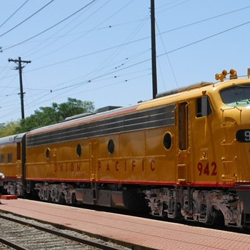 Riding the Union Pacific in an E8A Locomotive - Railroadiana