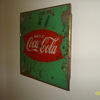 strange Pam fishtal clock..no glass over hands..has anyone seen another?? - Coca-Cola
