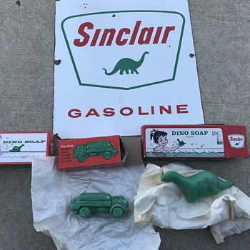 Sinclair Dino soap and oil truck soap  - Petroliana