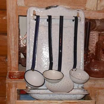 Graniteware Utensil Holder With Utensils - Kitchen