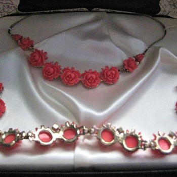 Vintage Coral Roses by Safari Jewels era 1950's - Costume Jewelry