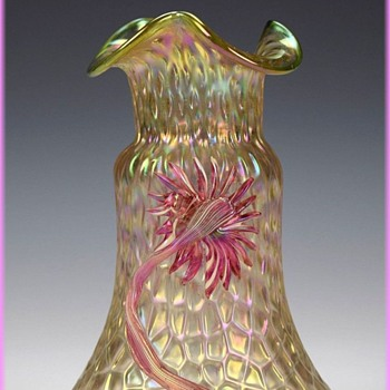 KRALIK MARTELE -- Vase ( pink Flowers ) - Art Glass