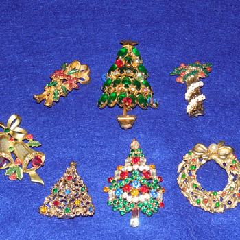 Christmas brooch lot - Costume Jewelry