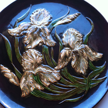 Does anyone have information on this vintage plate? - Pottery