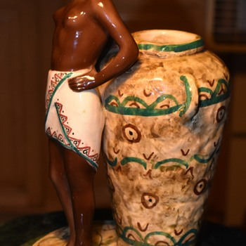 Italian figure of a  négresse with a large water jar - Pottery
